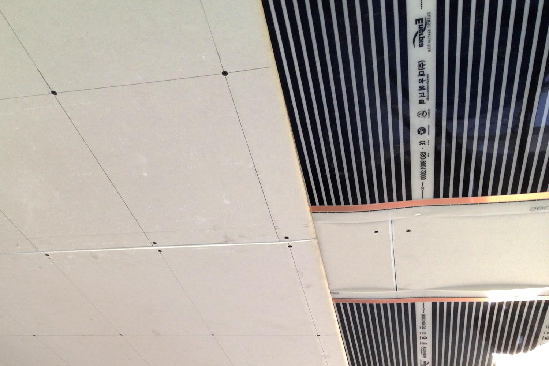 Infra fűtőfilm rögzítése 2 gipszkarton közé mennyezetre 09