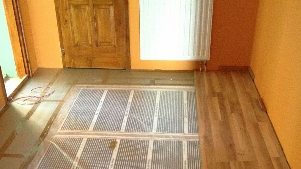 Infra padlófűtés szerelése laminált burkolattal